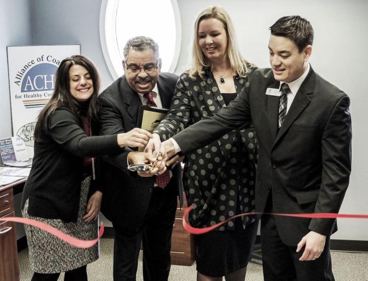 Mayor Kevin McDaniel, cuts the ribbon of new ACHC in Auburn Hills